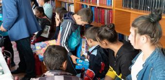 Activităţi social-filantropice îndreptate către elevi la Brăila
