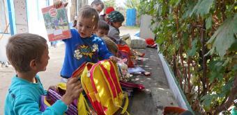 Copiii nevoiaşi primesc în continuare ajutoare din partea Arhiepiscopiei Dunării de Jos