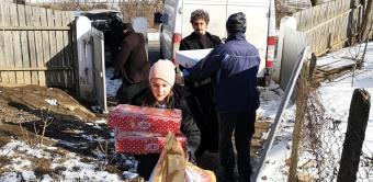 Încă o familie cu 10 copii în nordul judeţului Galaţi a primit sprijin din partea Arhiepiscopiei Dunării de Jos