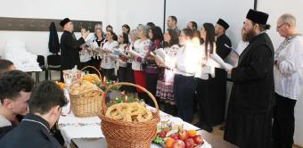 Studenţii şi masteranzii gălăţeni şi-au colindat profesorii şi colegii