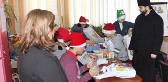 """Daruri pentru copiii de la Şcoala Specială nr. 2 """"Constantin Pufan"""" din Galaţi"""