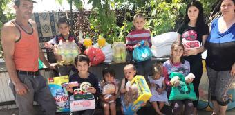 Daruri pentru familia cu 10 copii din localitatea Mălureni, județul Galați
