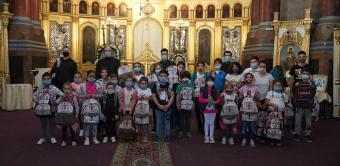Arhiepiscopia Dunării de Jos continuă sprijinirea elevilor cu ghiozdane şi rechizite şcolare