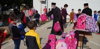 Arhiepiscopia Dunării de Jos oferă ghiozdane şi rechizite şcolare copiilor nevoiaşi