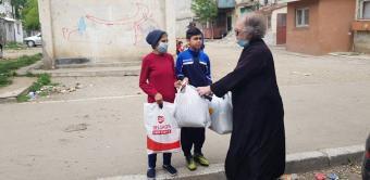 """Parohia """"Sfânta Cuvioasă Parascheva"""" din Galați continuă ajutorarea persoanelor nevoiașe"""