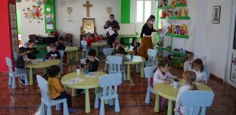 """Daruri pentru copiii de la Grădiniţa """"Familia"""" din Brăila"""