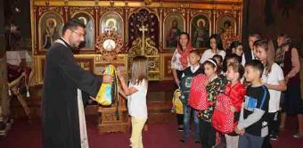 4000 de ghiozdane şi rechizite şcolare pentru copii defavorizaţi din Arhiepiscopia Dunării de Jos