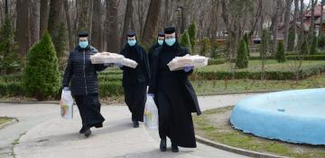 """Maicile de la Mănăstirea """"Sf. Pantelimon"""" - Lacu Sărat sprijină persoanele aflate în carantină"""