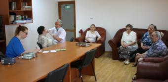 """Activităţi filantropice îndreptate către bătrânii Centrului multifuncţional de servicii sociale """"Speranţe pentru vârsta a III-a"""" din Galaţi"""